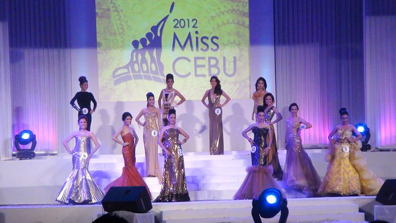Ms Cebu 2012 candidates in their evening gowns. (Sunnex photo)