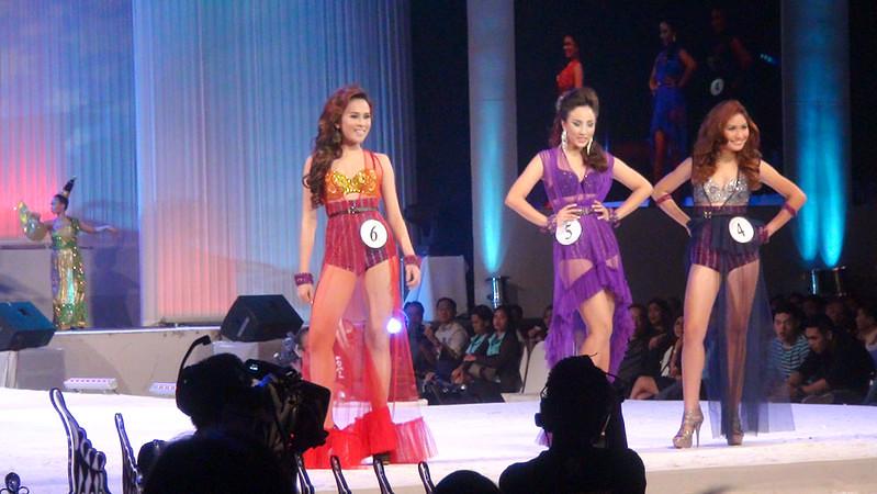 Ms Cebu 2012 candidates 4, 5 and 6 in their swim wear. (Sunnex photo)