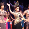 Ms Cebu 2011 Mia Zeeba Faridoon and her escorts. (Sunnex photo)