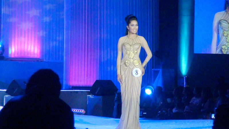 Ms Cebu 2012 candidate #8 Herlie Kim T. Artugue of the University of San Carlos in her evening gown. (Sunnex photo)