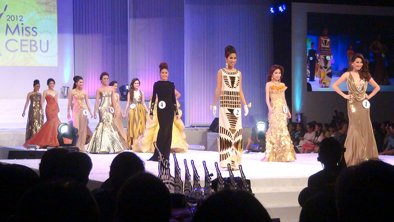 Ms Cebu 2012 candidates in their evening gowns. (Sunnex photo)