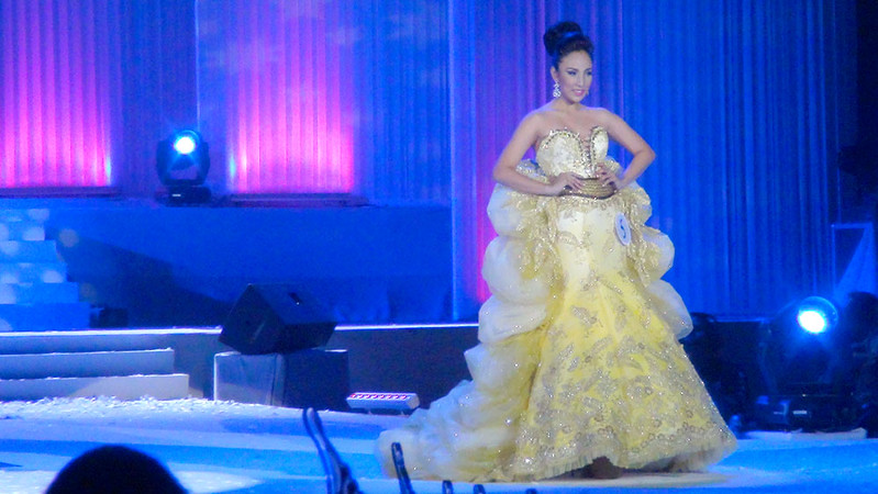 Ms Cebu 2012 candidate #5 Cynthia Lois D. Tac-an of the University of San Jose Recoletos in her evening gown. (Sunnex photo)