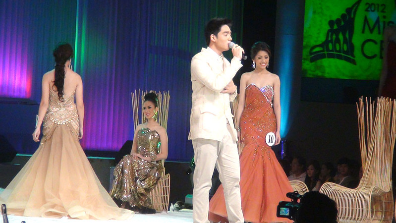 Pilipinas Got Talent Jem Cubil serenades the Ms Cebu 2012 candidates during the pageant night at Waterfront Cebu Hotel. (Sunnex photo)