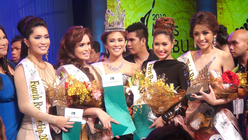 Ms Cebu 2012 Pierre Anther Infante (center) and her court.