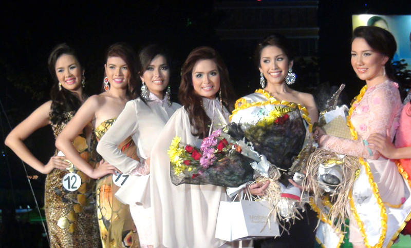 Ms Cebu 2012 candidates during the pre-pageant night. (Photo by Jean Mondonedo/Sunnex)