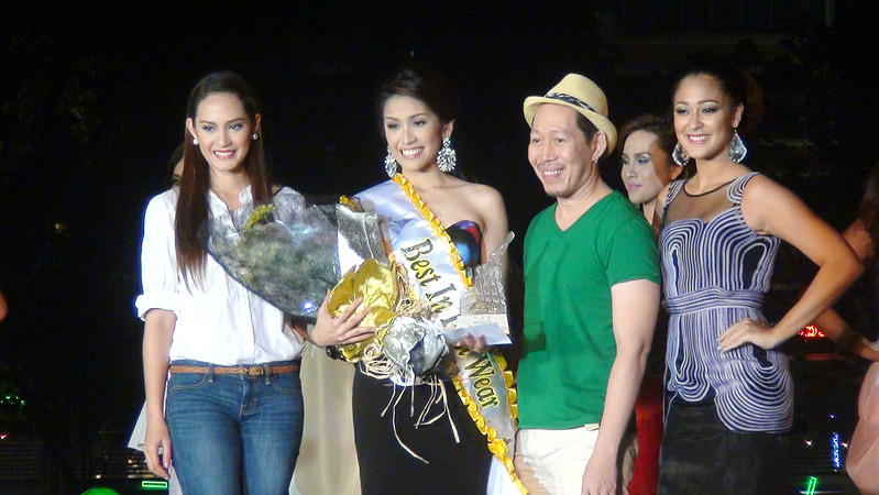 "Ms Cebu 2012 candidate Jonnie Rose Louise ""Jonnie"" R. Wee receives the Best in Fun Wear special award. (Photo by Jean Mondonedo/Sunnex)"