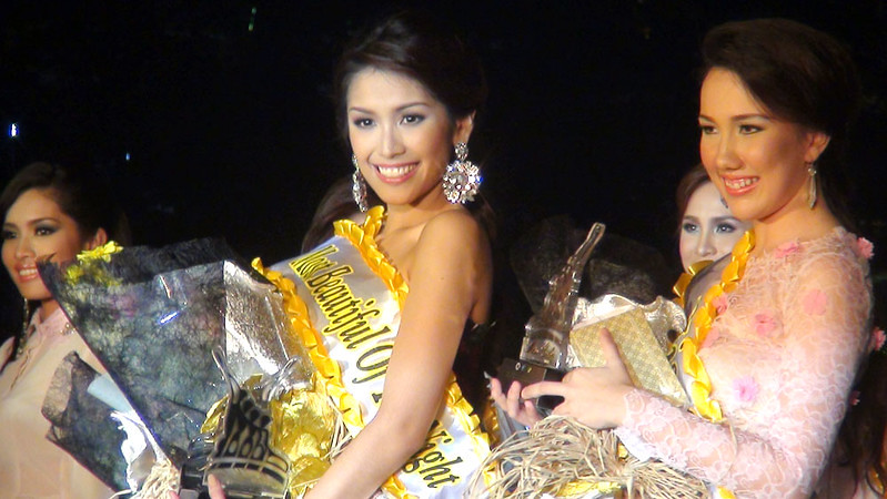 "Jonnie Rose Louise ""Jonnie"" R. Wee and April Ann Claire ""April"" R. White during the Ms Cebu 2012 pre-pageant night at Fuente Osmena, Cebu City, Philippines. (Photo by Jean Mondonedo/Sunnex)"