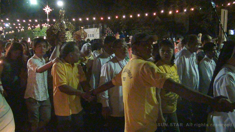 Volunteers guard the path to Basilica church for an orderly procession Thursday dawn. (Photo by Tashuana Alemania/Sunnex)