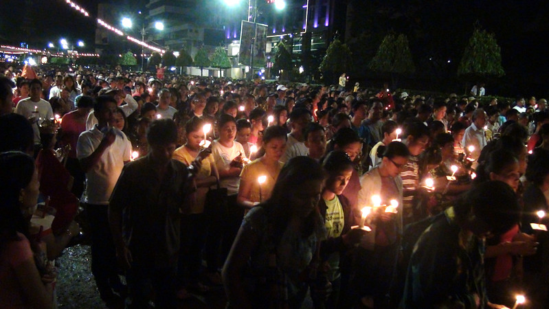Devotees from all walks of life joined the foot procession Thursday, January 5, 2012 in Cebu City.  The procession marks the first day of novena masses for this year's feast of Sr. Sto. Nino. (Photo by Tashuana Alemania/Sunnex)