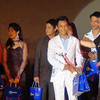 Sinulog Idol 2012 Second Runner-up Mark Vincent Seville (in white suit) receives a trophy and a gift pack from Globe. (Sunnex photo)