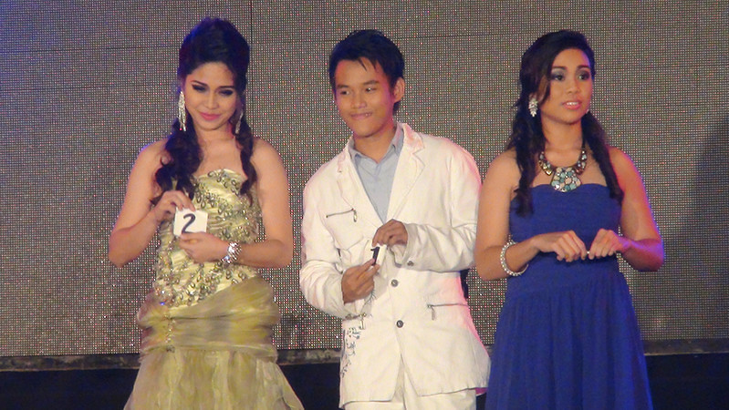 The top 3 finalists (from left) Ronna Jenn Lofranco, Mark Vincent Seville and Danielle May Ozaraga. (Sunnex photo)