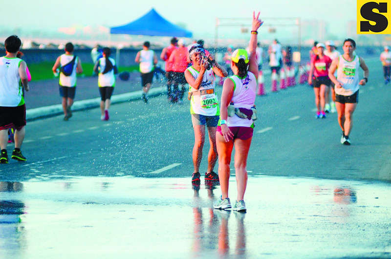TAGGED. Two female runners (left) pause to take a photo at the South Road Properties. (Sun.Star Cebu Photo/Allan Defensor)