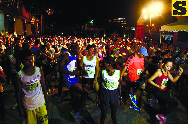 CEBU MARATHON. Thousands of runners take off during the mass start of the 2013 Cebu Marathon. (Sun.Star Photo/Ruel Rosello)