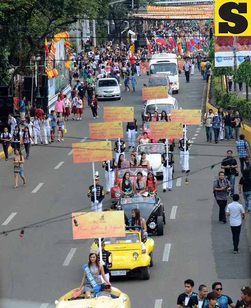 Ms. Cebu 2013 candidates onboard vintage cars join Friday's (January 11, 2013) Sinulog 2013 launching parade from the Basilica del Sto. Nino to the Cebu City Sports Center. (Sun.Star Photo/Amper Campana)