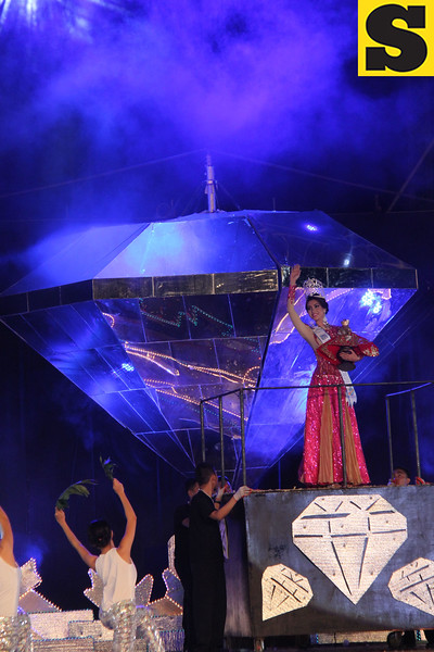 Sinulog 2013 Grand Finale lead dancer Miss Tourism International 2012 Razzini Alexis Gomez