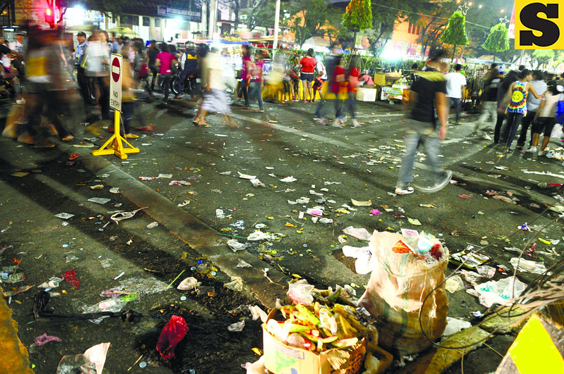 SINULOG TRASH. Garbage piled up as the Sinulog crowd along Osmeña Blvd. started to thin out. But cleaners managed to clear the streets before 7 the next morning. (Sun.Star Photo/Allan Cuizon)