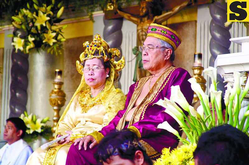 RAJA, QUEEN.  Fredeswinda Suico Cortes and Rodolfo Lumapa Cortes portray the roles of Queen Juana and Raja Humabon, the country's first converts to Roman Catholicism. (Sun.Star Photo)