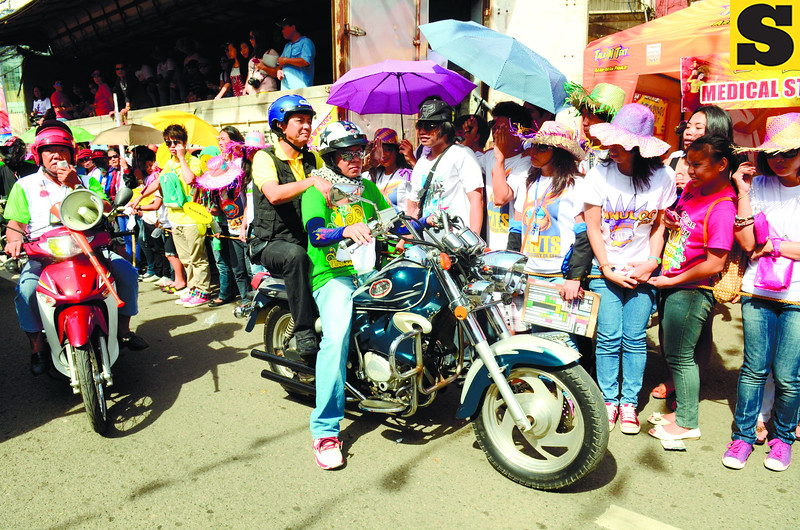 TRAFFIC MAN. Cebu City Mayor Mike Rama rides motorcycle as he oversees traffic along the parade route. (Sun.Star Photo/Ruel Rosello)