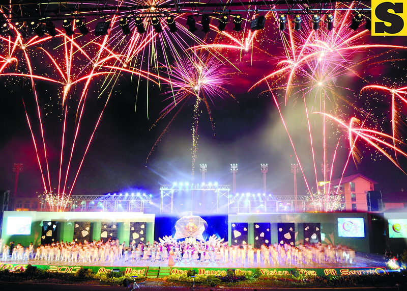 PARADE ENDS, STREET PARTIES START.  Fireworks over the Cebu City Sports Center past 8 Sunday night marked the end of the Sinulog parade, which started at 9 a.m. (Sun.Star Photo/Allan Cuizon)