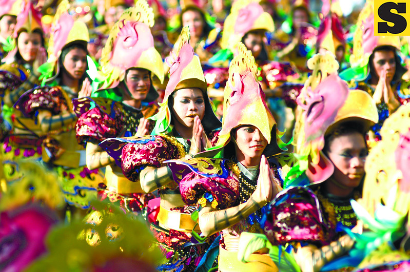 SARIMANOK.  Dancers of the Lanao del Norte contingent attract the crowd with their sarimanok headgear. (Sun.Star Photo/Allan Cuizon)