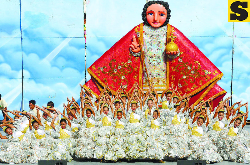 "ELEMENTARY LEVEL WINNER. The contingent from the Talisay City Central School dances its way to victory with the concept of the coronation of the Sr. Sto. Nino. One of the judges attributes its success to the dancers' very good ""movement vocabulary."" (Sun.Star Photo/Arni Aclao)"