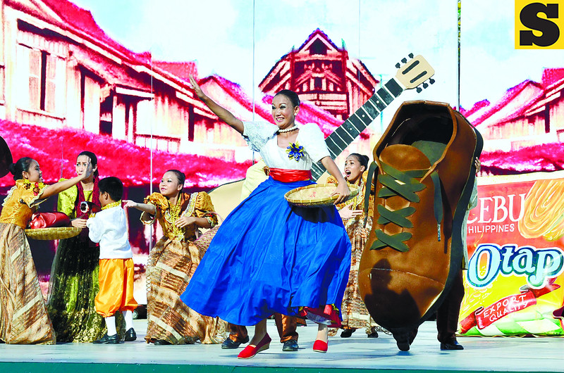 LARGE SHOE TO FILL. After 5 years as runner-up, the Apas National High School won its first Sinulog sa Kabataan sa Dakbayan grand prize on Sunday, January 13, 2013. It will compete again during the grand parade on Sunday, January 20. (Sun.Star Cebu Photo/Amper Campana)