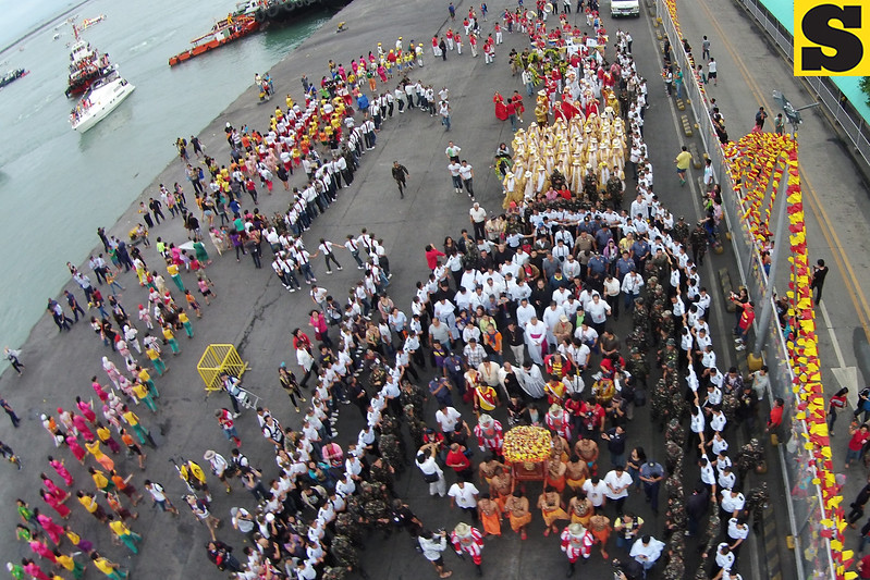 """The annual fluvial procession kicked off from St. Joseph Parish Church in Mandaue City to Basilica Minore de Sto. Niño Saturday dawn. Read more: <a href=""""http://www.sunstar.com.ph/cebu/local-news/2014/01/18/contingents-advised-be-careful-during-sinulog-parade-323824"""">http://www.sunstar.com.ph/cebu/local-news/2014/01/18/contingents-advised-be-careful-during-sinulog-parade-323824</a><br /> <br /> Photos by Jayjay Neri and Pio Neri"""