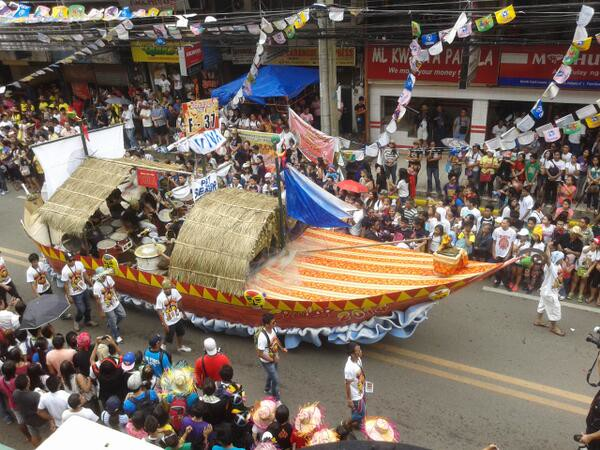 Alpha Kappa Rho fraternity's balangay boat during the Sinulog 2014 grand parade. (Photo by Daryl D. Anunciado)
