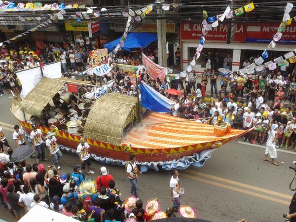 Alpha Kappa Rho fraternity's balangay boat during the Sinulog 2014 grand parade. (Photo by Daryl D. Anunciado)