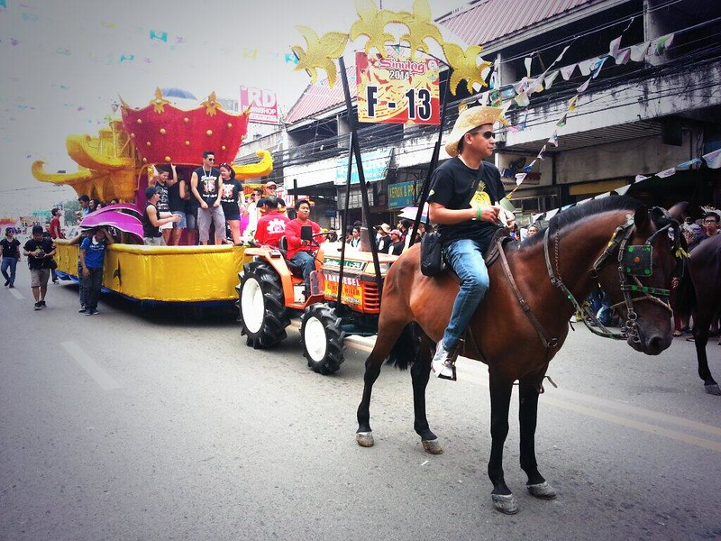 Bobby Yan onboard Golden Prince's float.  (Photo by Jean Mondoñedo-Ynot)