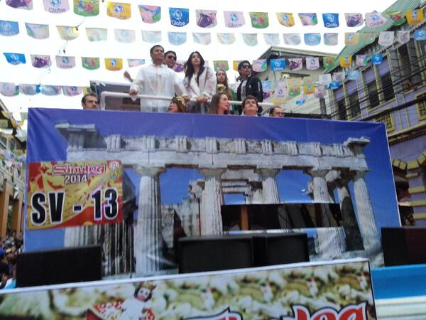Onboard MLhuillier's float are Ogie Alcasid and Empress Schuck.  (Photo by Jean Mondoñedo-Ynot)