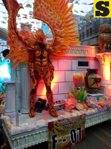 MLhuillier's float  (Photo by Jean Mondoñedo-Ynot)