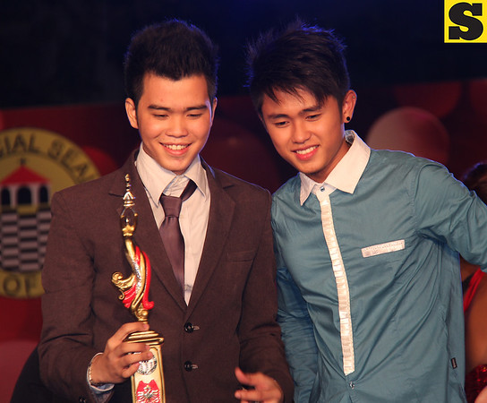 Sinulog Idol Season 5 grand champion Bryan Claudio Deiparine and Season 4 grand winner Claro Maylon Jr. (Photo by Daryl D. Anunciado)
