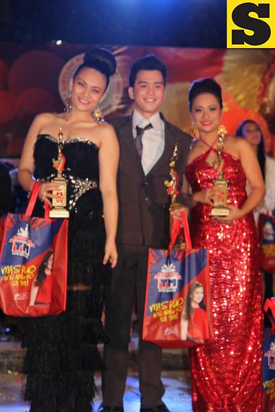 Sinulog Idol Season 5 winners: second runner-up Rayllyne Alicaya (left), grand champion Bryan Claudio Deiparine, and first runner-up Sheila Mae Bucog. (Photo by Daryl D. Anunciado)