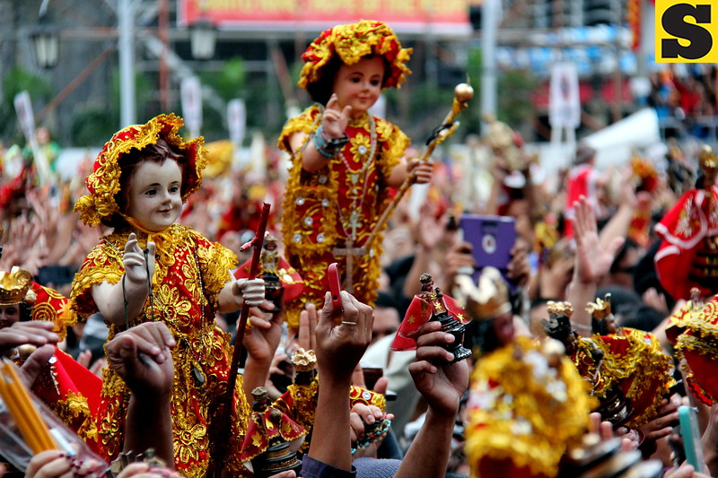 "An estimated population of 35,000 Marian devotees joined the ""Walk with Mary"" foot penitential procession from Fuente Osmeña Circle to Basilica del Sto. Niño in this city on Friday dawn. (Nera Mariz Puyo/Sunnex)"