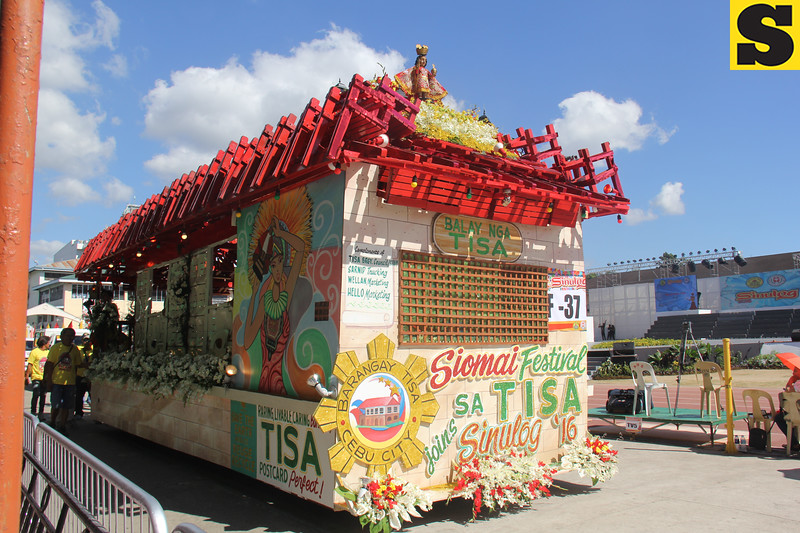 Balay nga Tisa float of Barangay Tisa, Cebu City during the Sinulog 2016