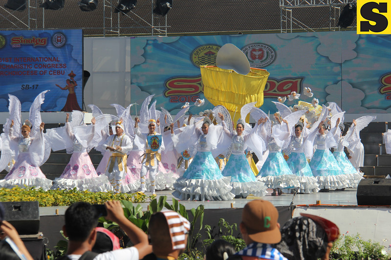 San Diego dancers perform during Sinulog 2016