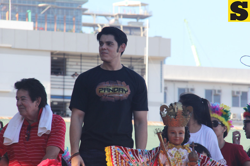 Richard Gutierrez and his father Eddie Gutierrez onboard the Ang Panday float during the Sinulog 2016