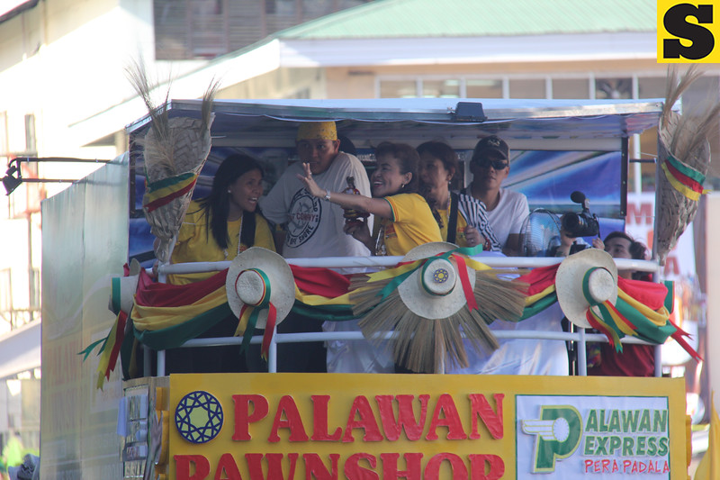 Mommy Dionisia onboard Palawan Pawnshop float during Sinulog 2016