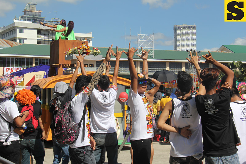Fraternity Alpha Kappa Rho joins Sinulog 2016