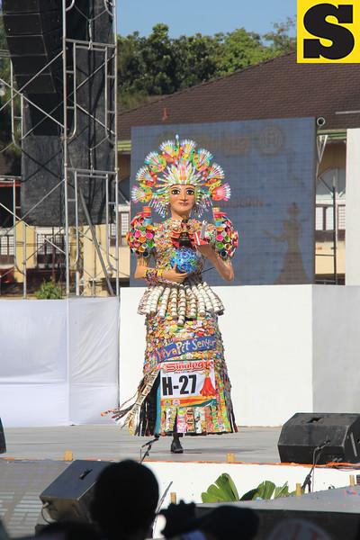Angel Buligan Festival Queen higante