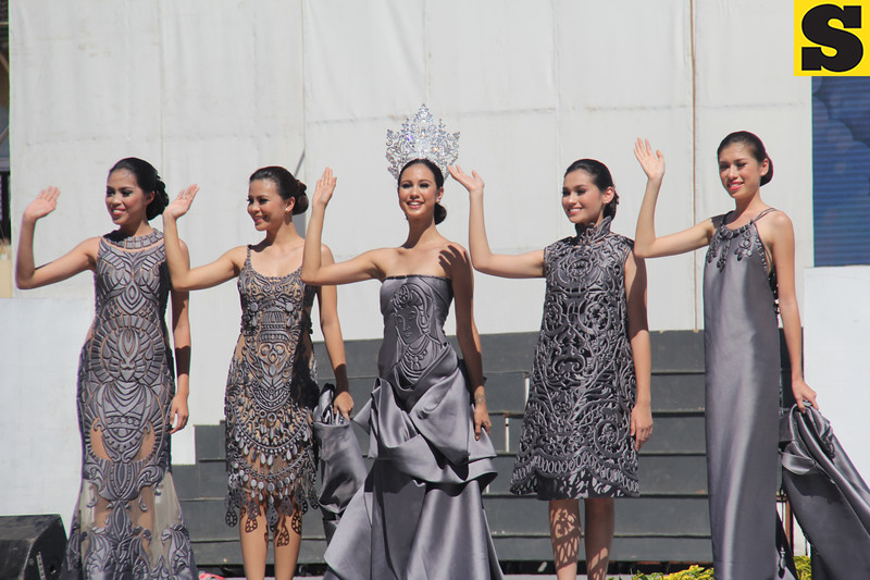 Miss Cebu 2016 Gabrielle Baljak and her court during Sinulog 2016 grand parade