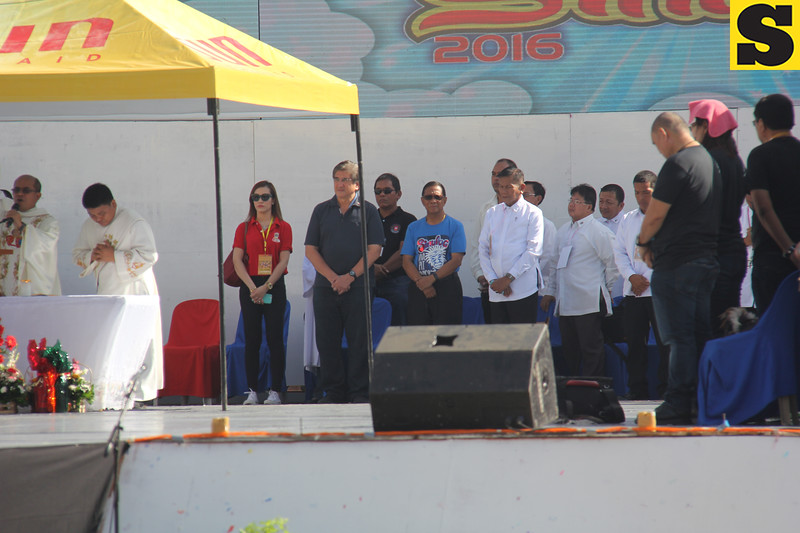 Vice President Jejomar Binay and runningmate Gringo Honasan arrives before the mass ended