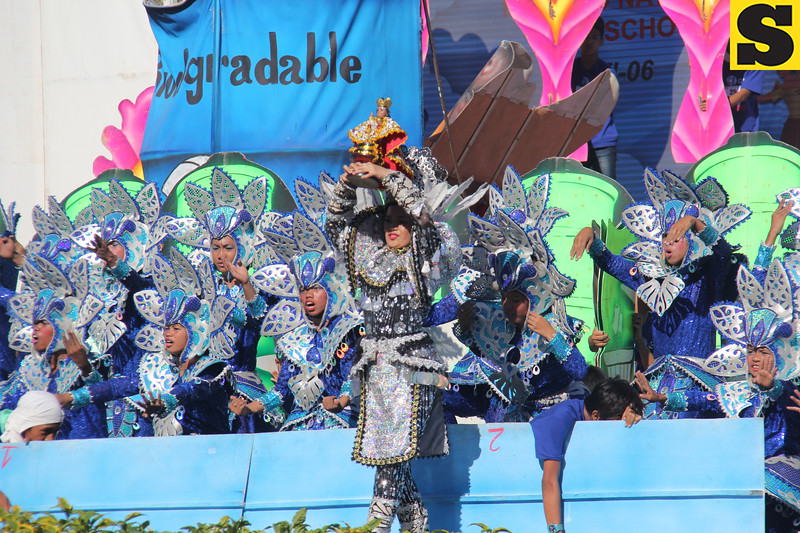 Mabolo National High School contingent during Sinulog 2016 Grand parade