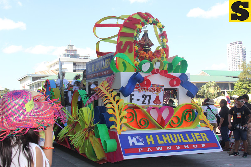 Henry Lhuillier Pawnshop float during Sinulog 2016