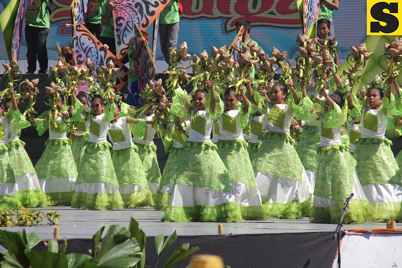 Pundok Mahugyawon of Pasil Elementary School performs during Sinulog 2016