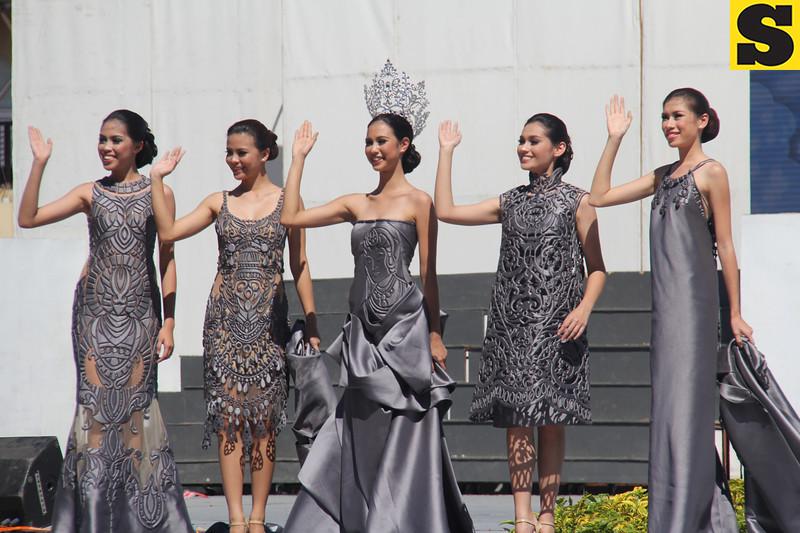 Miss Cebu 2016 Gabrielle Baljak and her court during Sinulog 2016 grand parade