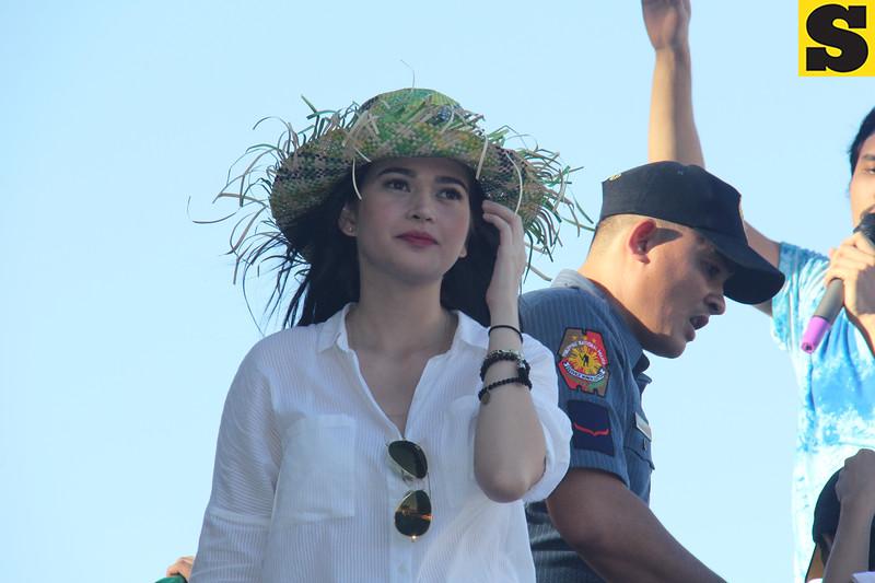 Bela Padilla onboard Ang Probinsyano float during Sinulog 2016