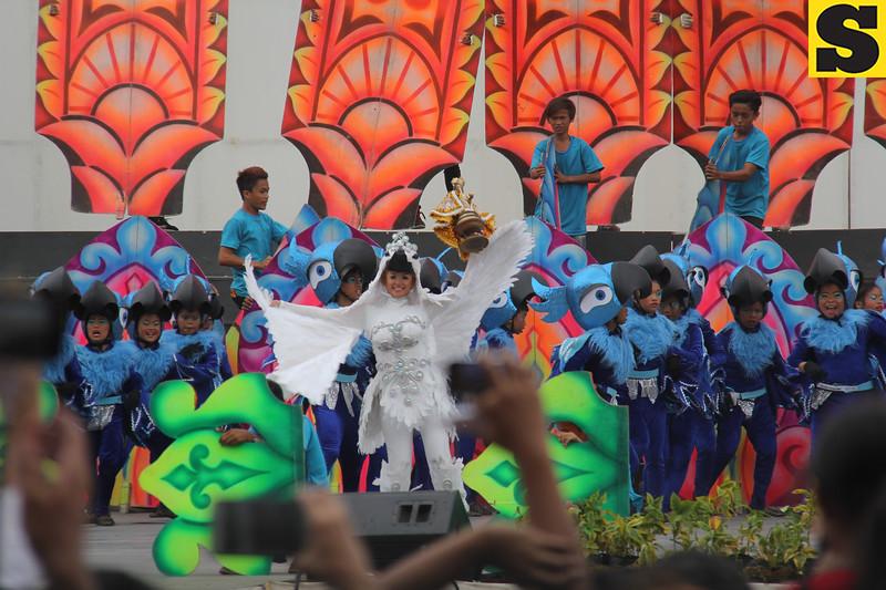 Pundok sa Kalanggaman sa City Central School - Sinulog sa Kabataan sa Dakbayan 2016 contingent