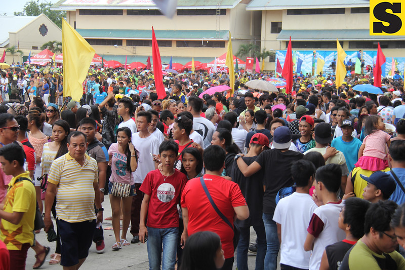 People watching the Sinulog sa Kabataan sa Dakbayan 2016